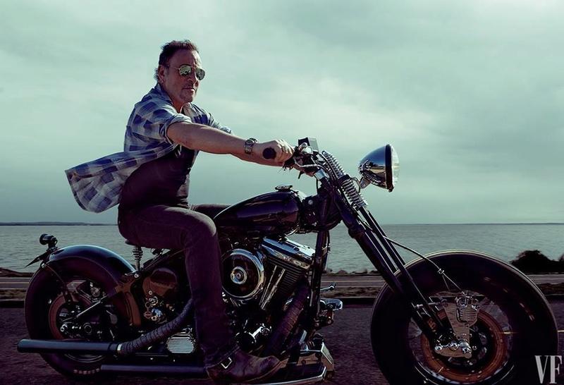 Ils ont posé avec une Harley, principalement les People - Page 4 14265010