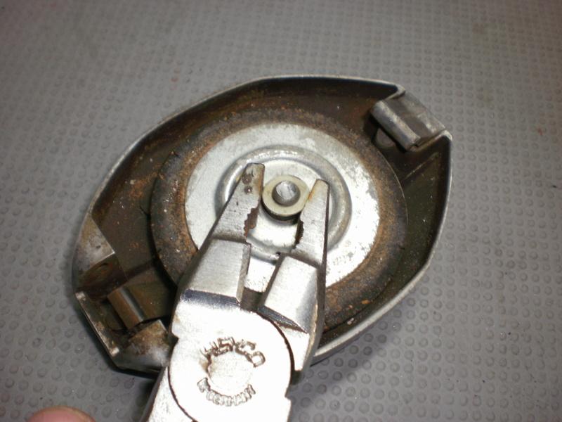 Changement du joint liège de bouchon de réservoir sur série 5/6 P1220713
