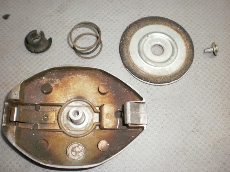 Changement du joint liège de bouchon de réservoir sur série 5/6 P1220714