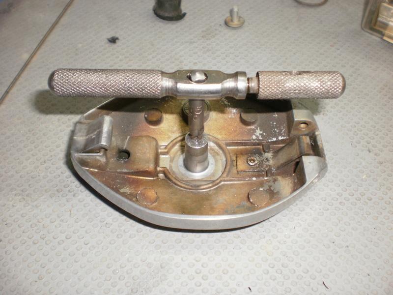 Changement du joint liège de bouchon de réservoir sur série 5/6 P1220717