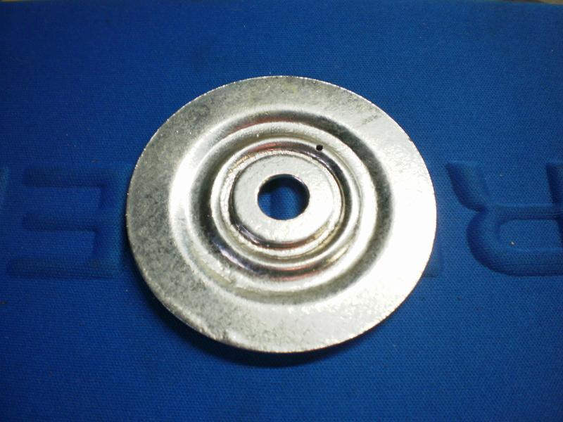 Changement du joint liège de bouchon de réservoir sur série 5/6 P1220718