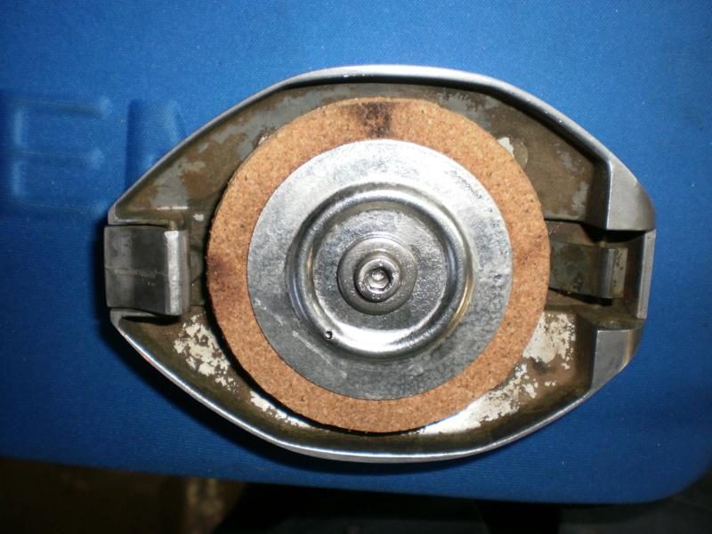 Changement du joint liège de bouchon de réservoir sur série 5/6 P1220722
