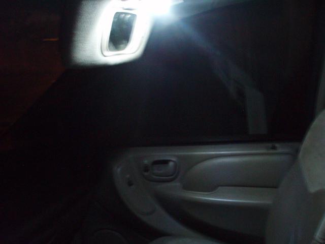 [S4-2005] HELP! Quelle type de LEDS (ref et nombre) pour les S4-RG - Page 2 P1017022