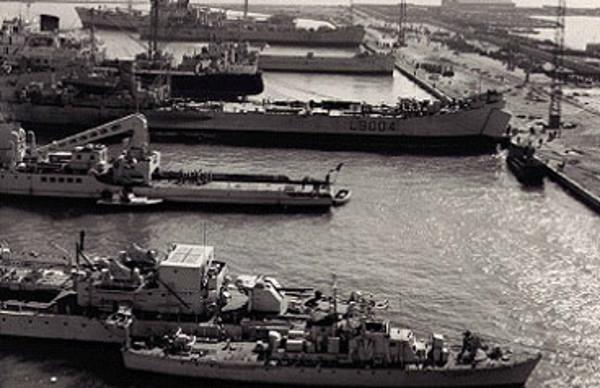 La crise de Suez: 20 octobre 1956 au 7 novembre 1956 - Page 2 1956_110