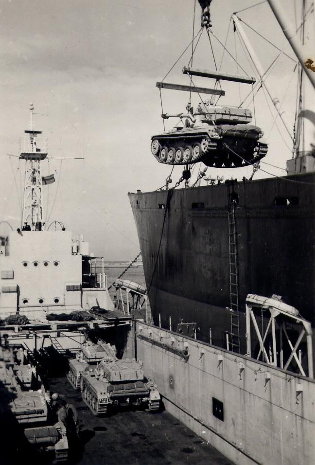 La crise de Suez: 20 octobre 1956 au 7 novembre 1956 - Page 2 Amx-1310