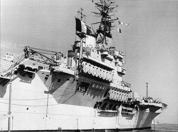 Porte-avions classe COLOSSUS britannique. Arroma12