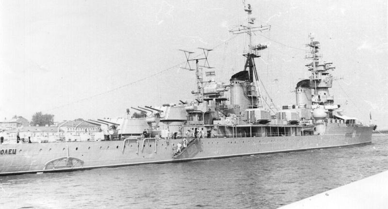 Croiseurs russes/soviètiques  - Page 2 Komsom10