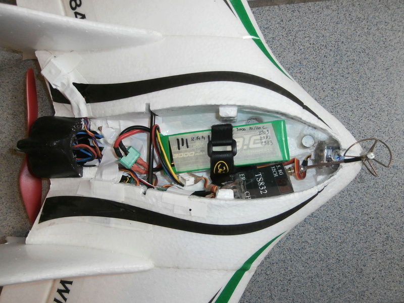 enfin un VTOL vraiment performant !..et en plus il est beau... Pa170011