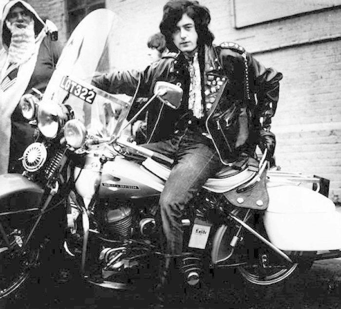 Ils ont posé avec une Harley, principalement les People - Page 5 Page10
