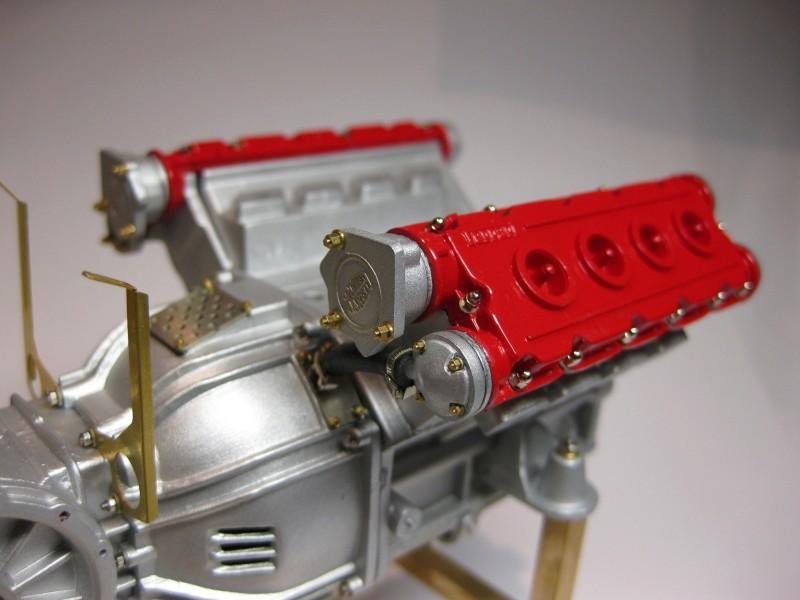 Ferrari F40 von Pocher 1:8 mit autograph Transkit gebaut von Paperstev Motor015