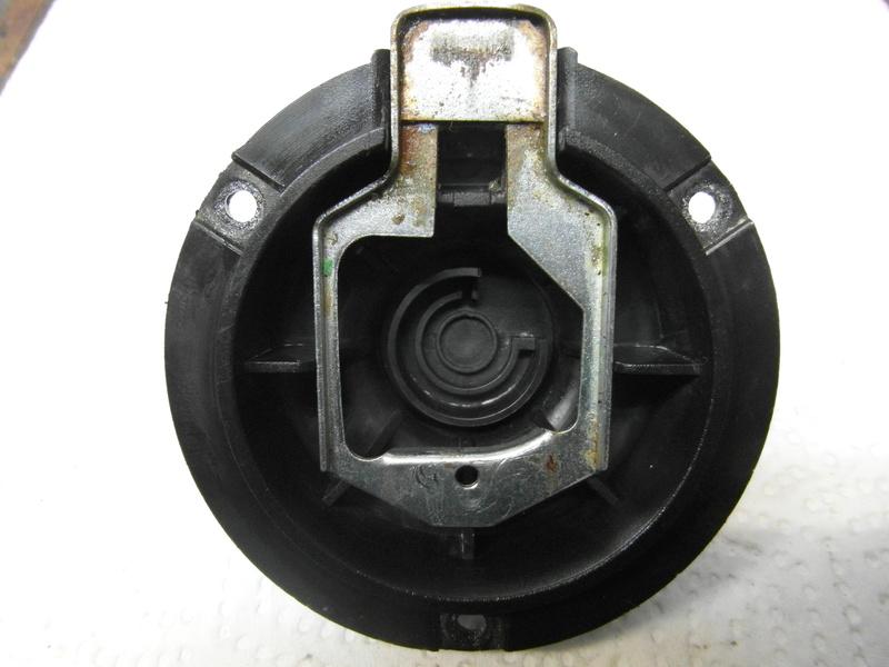 Open a petrol tank cap which has a broken lock. Sam_1510