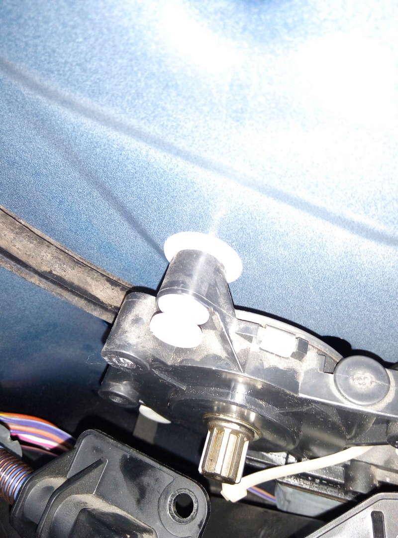 démontage moteur lève vitre P6092110