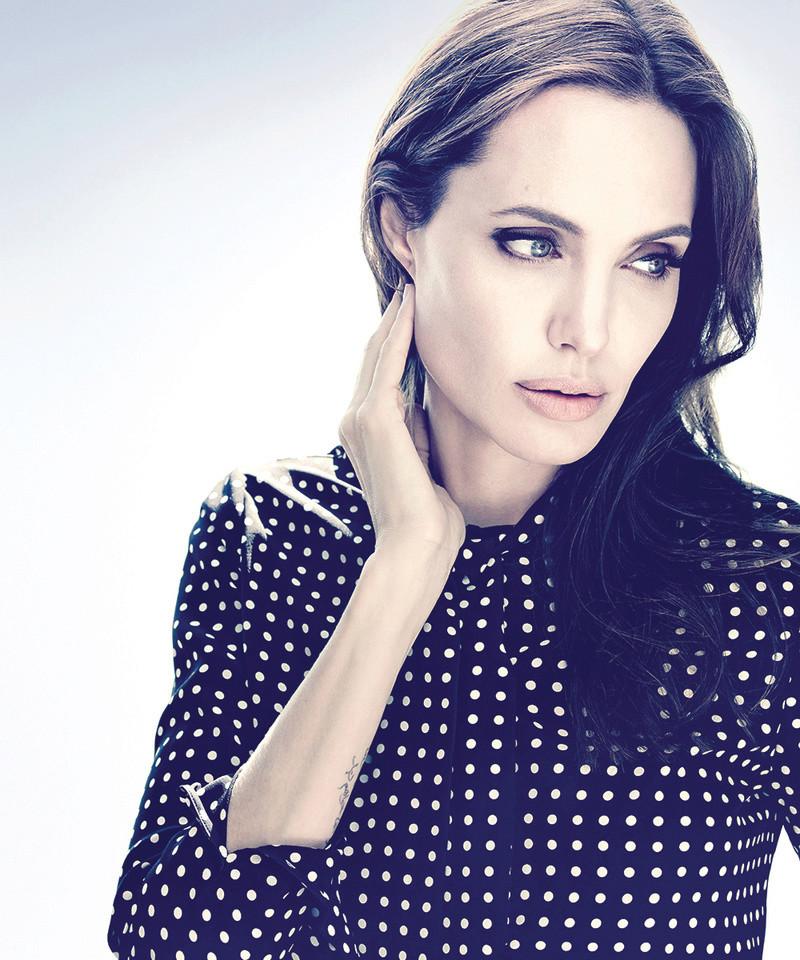 Angelina Jolie Fotos 002_110