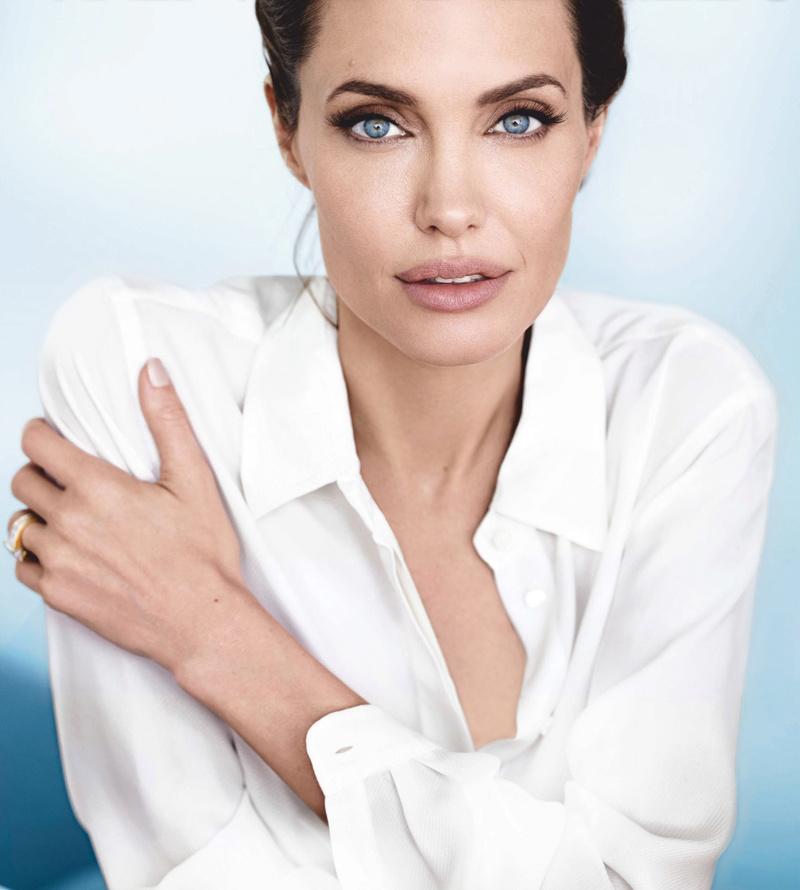 Angelina Jolie Fotos 01110