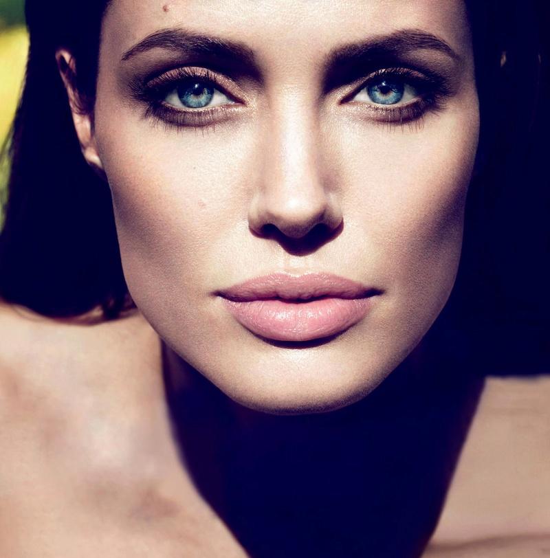 Angelina Jolie Fotos 2011-010