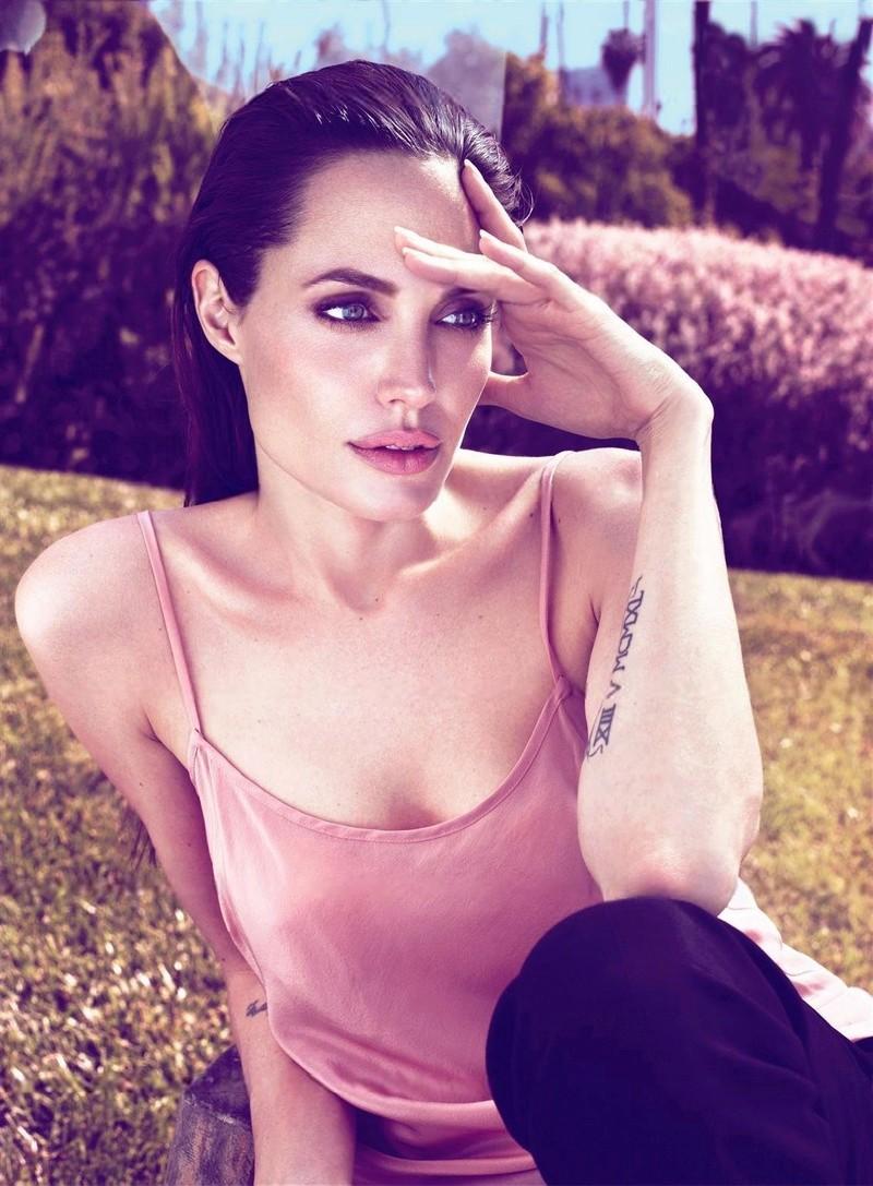 Angelina Jolie Fotos 2011-011