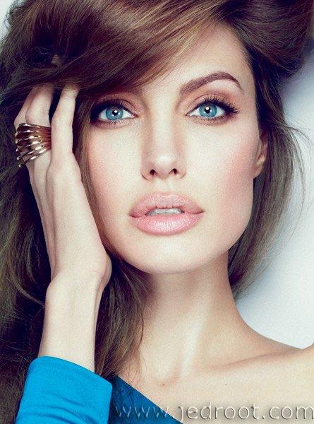 Angelina Jolie Fotos 2012-010