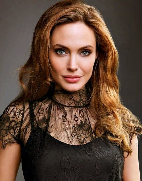 Angelina Jolie Fotos 2012-011