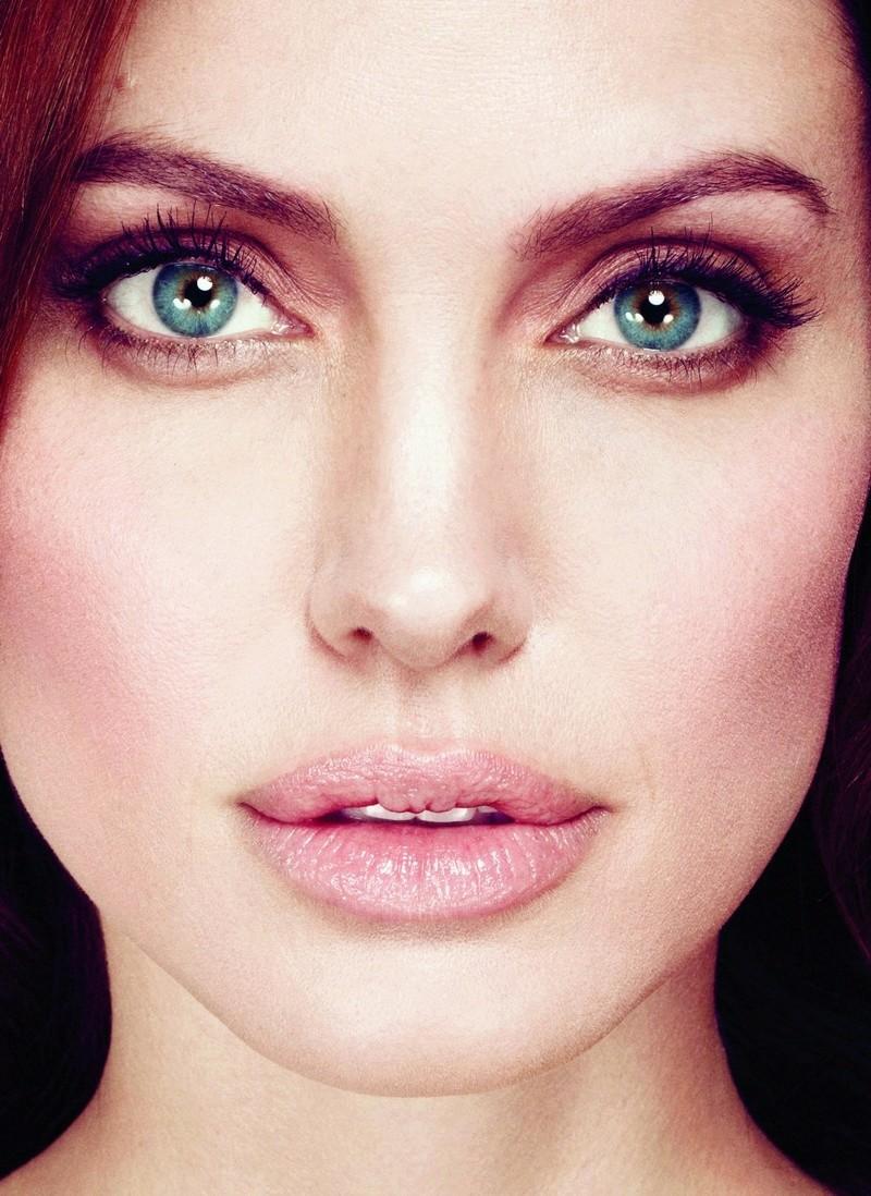 Angelina Jolie Fotos 2012-013