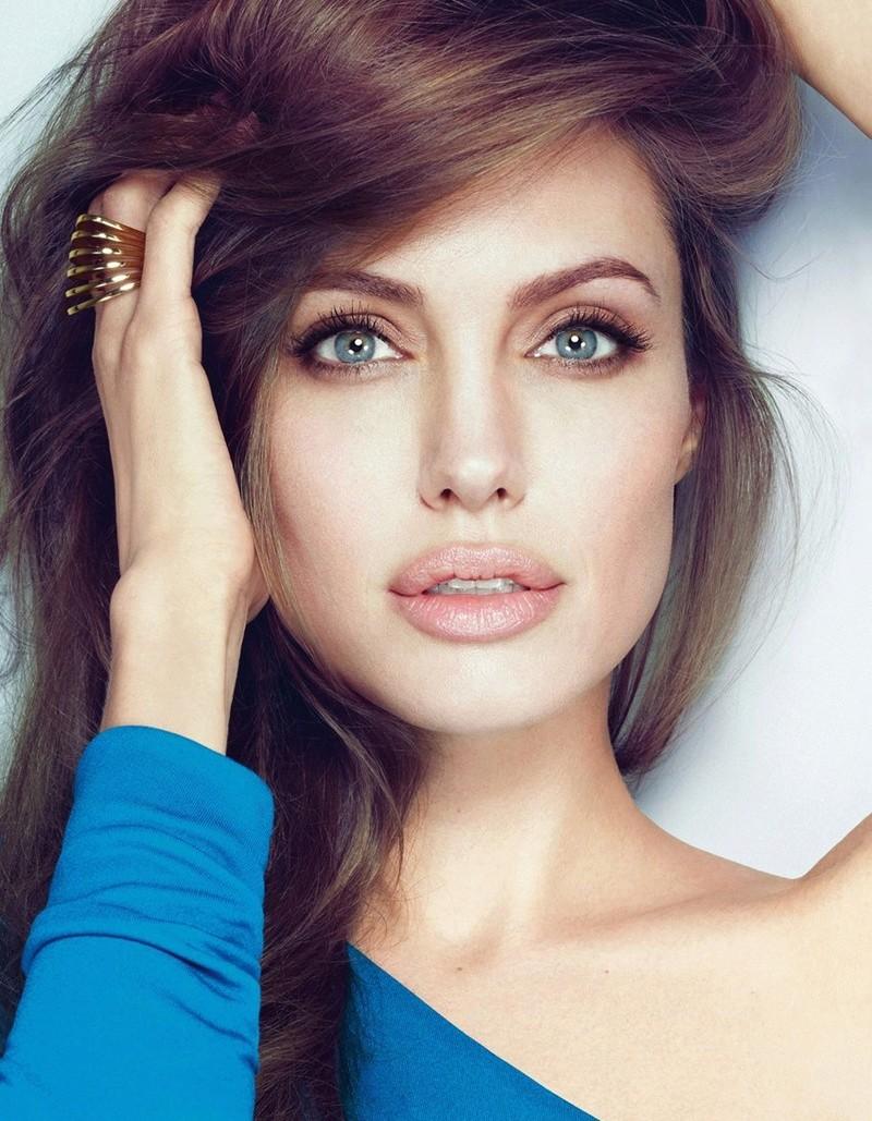 Angelina Jolie Fotos 2012-014