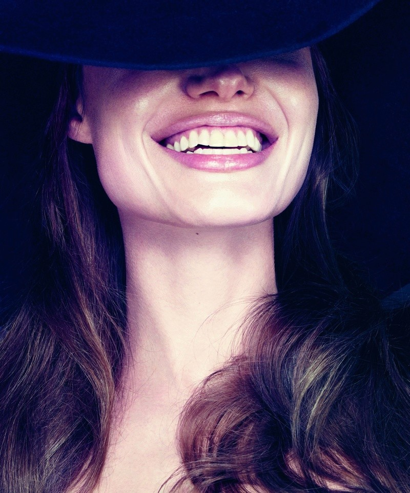 Angelina Jolie Fotos 2012-015