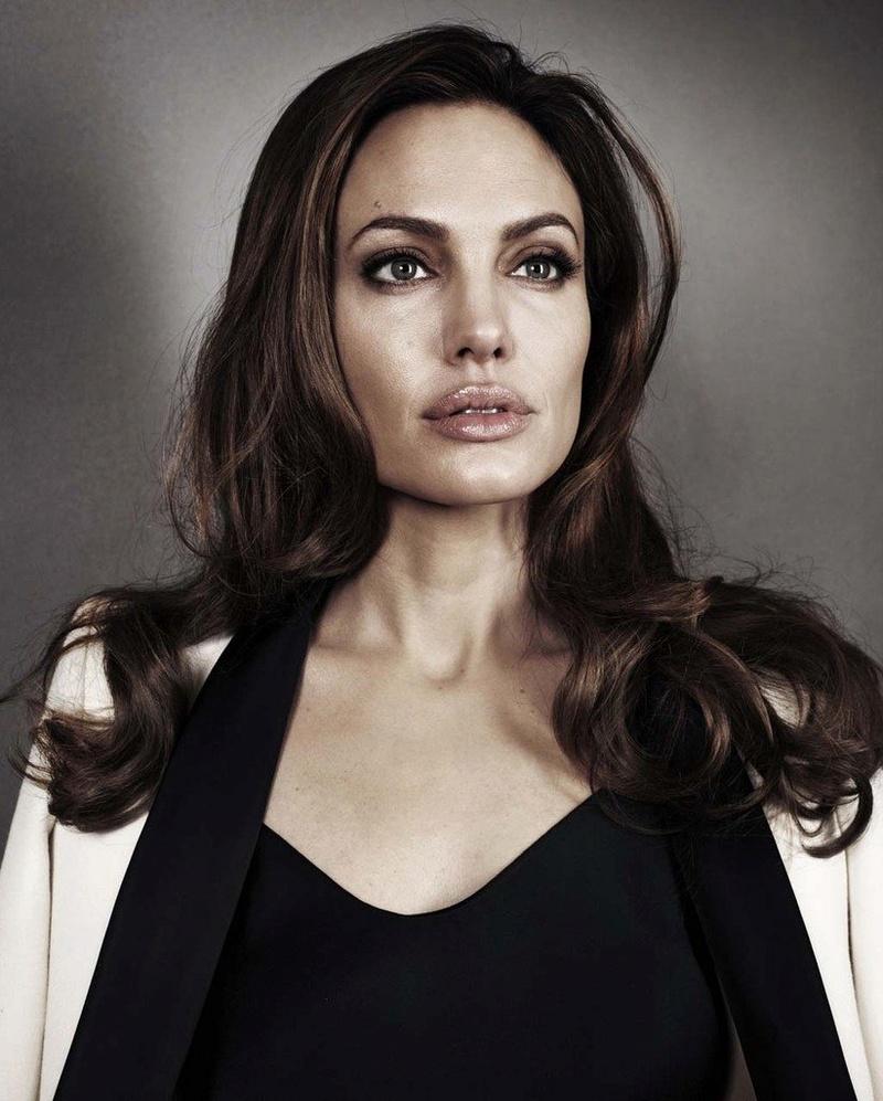 Angelina Jolie Fotos 2012-016