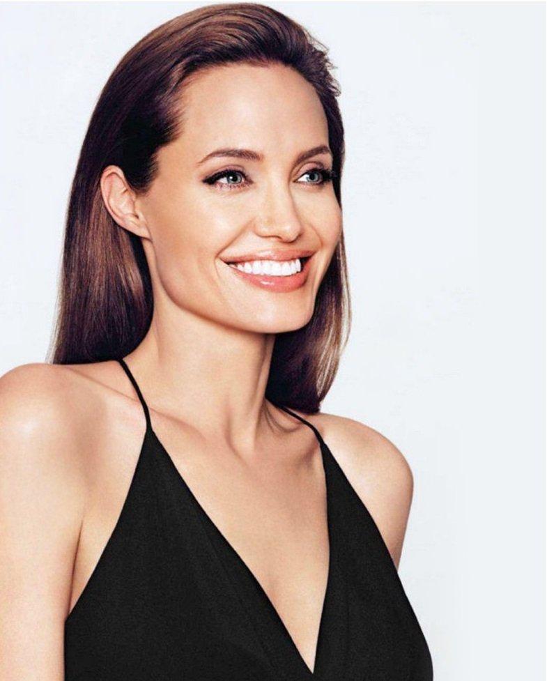 Angelina Jolie Fotos 2014-028