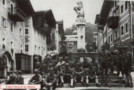 souvenirs du Berghof.. - Page 2 Sabrun10