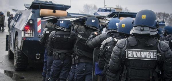Un escadron de gendarmerie mobile a été créé . Gendar10