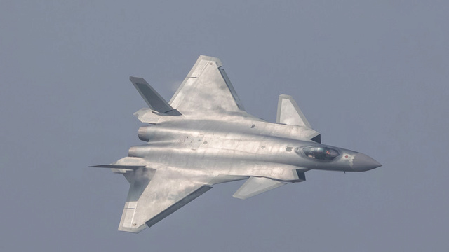 Avion de combat furtif chinois J-20 J-2010