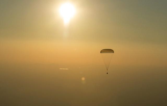 Sélection des équipages Expedition 48-49-50 Crt4a_10