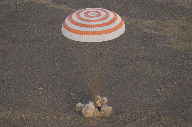 Sélection des équipages Expedition 48-49-50 News-111