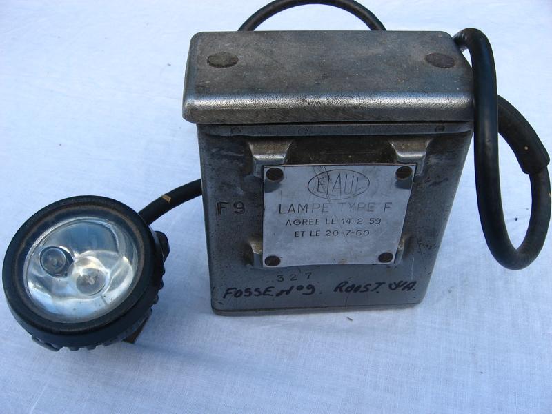 lampes de mineurs,  divers objets de mine, outils de mineur et documents  - Page 4 Img_9314