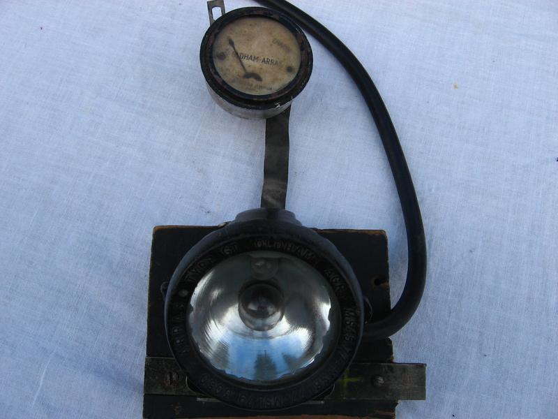 lampes de mineurs,  divers objets de mine, outils de mineur et documents  - Page 4 Img_9319