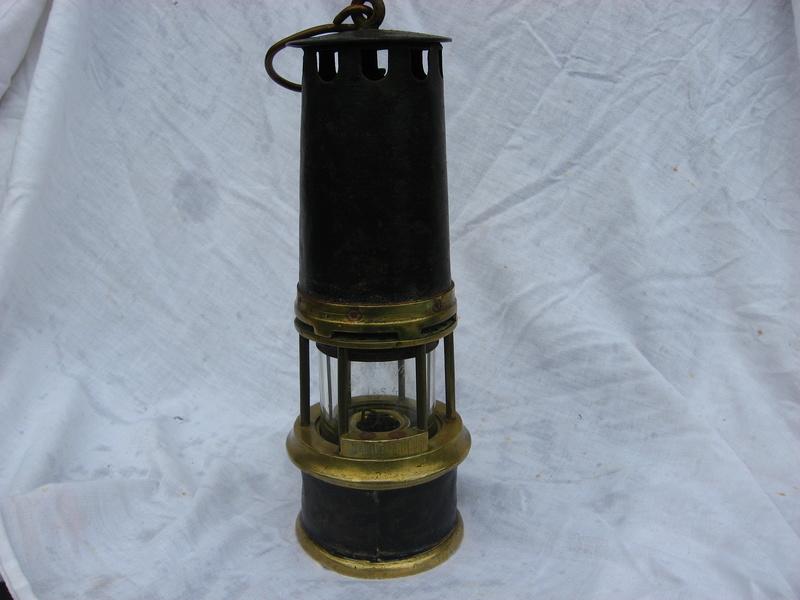 lampes de mineurs,  divers objets de mine, outils de mineur et documents  - Page 4 Img_9320