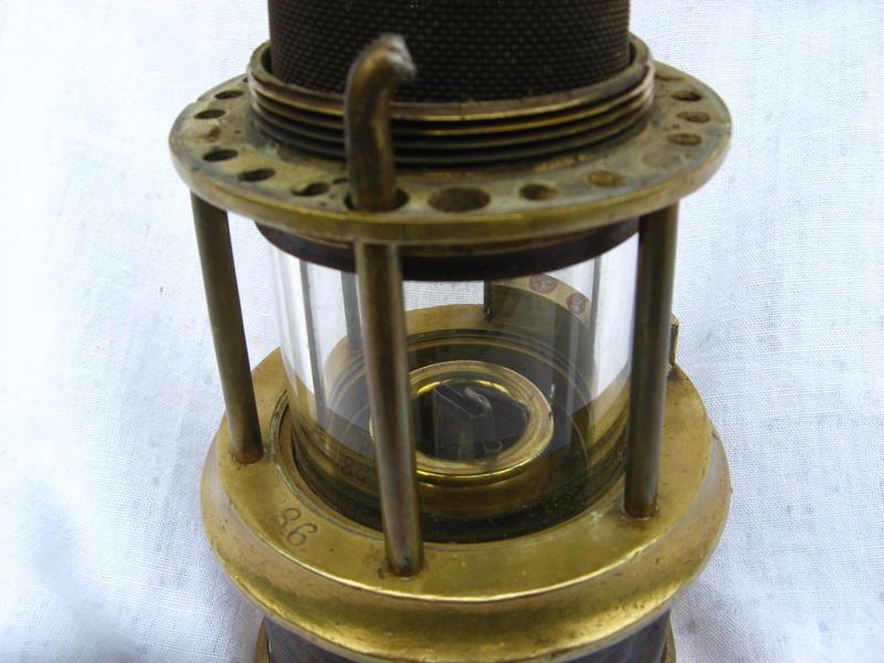 lampes de mineurs,  divers objets de mine, outils de mineur et documents  - Page 4 Img_9321