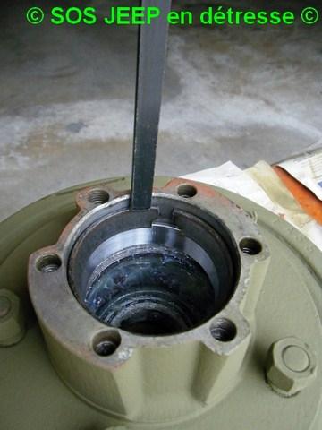 Outil pour mettre en place les cônes de roulement dans le moyeu-tambour de frein Dscf7015