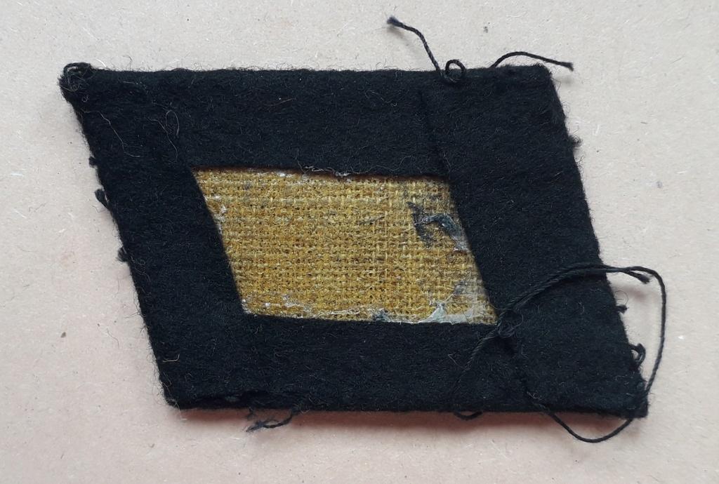 Coin de col gauche SS Mann: C16