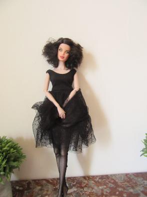 La Barbie Gustave Klimt hybridée sur corps FR devenue Emilie. Img_0220
