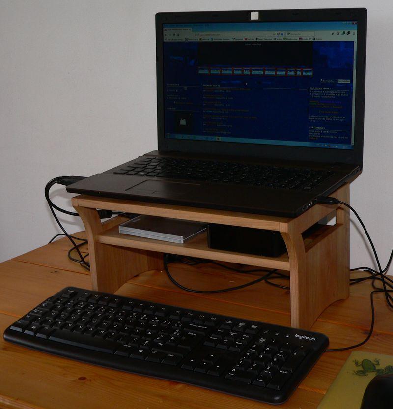 Support pour ordi portable en noyer P1160713