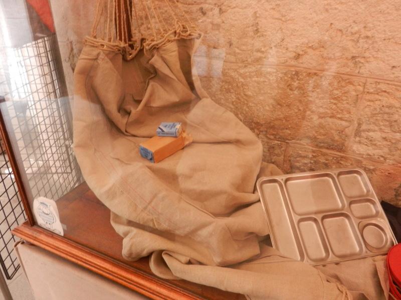 [ Les musées en rapport avec la Marine ] Conservatoire des tenues à Toulon Dscn0611