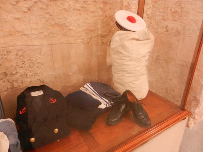 [ Les musées en rapport avec la Marine ] Conservatoire des tenues à Toulon Dscn0612