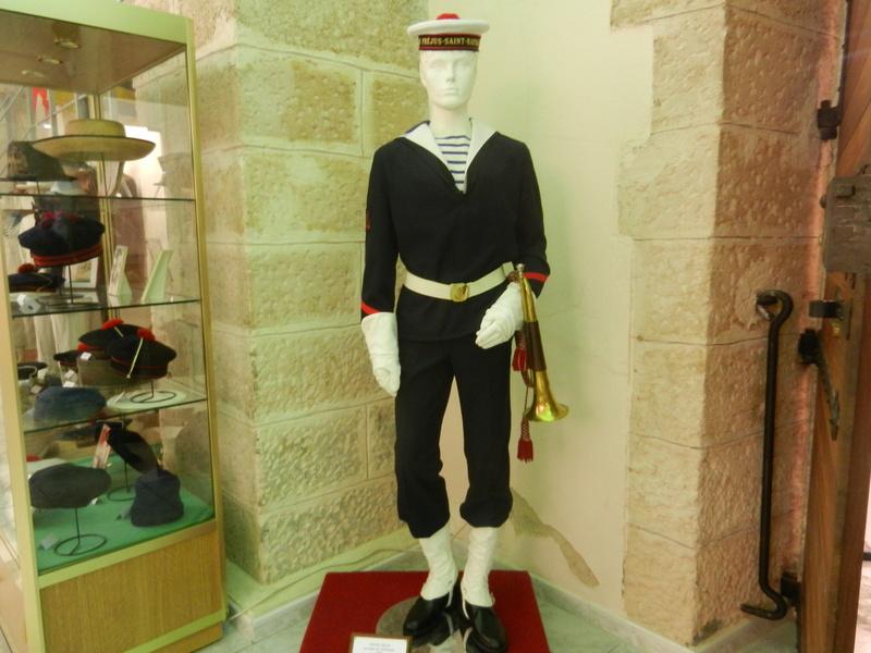 [ Les musées en rapport avec la Marine ] Conservatoire des tenues à Toulon Dscn0614