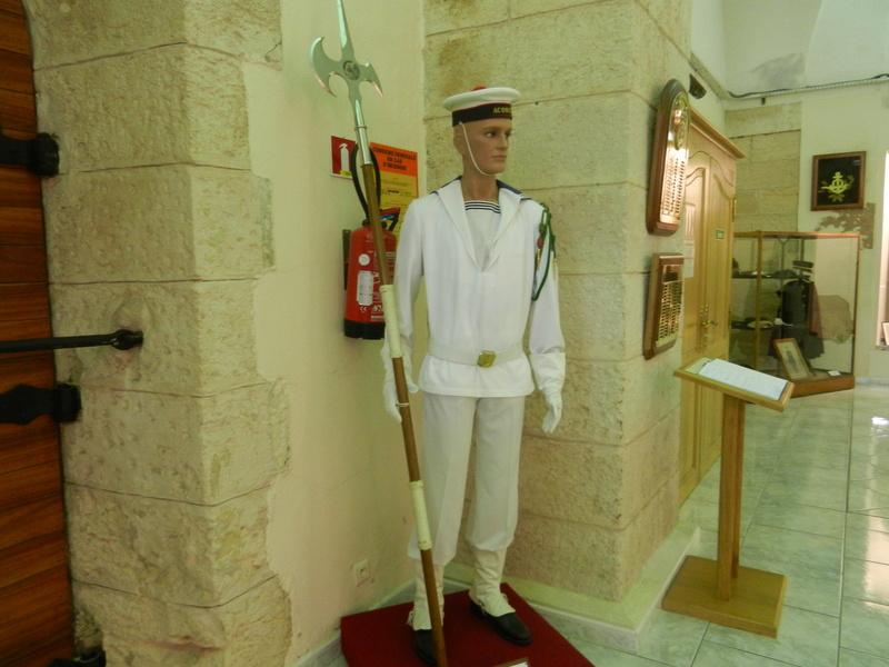 [ Les musées en rapport avec la Marine ] Conservatoire des tenues à Toulon Dscn0615