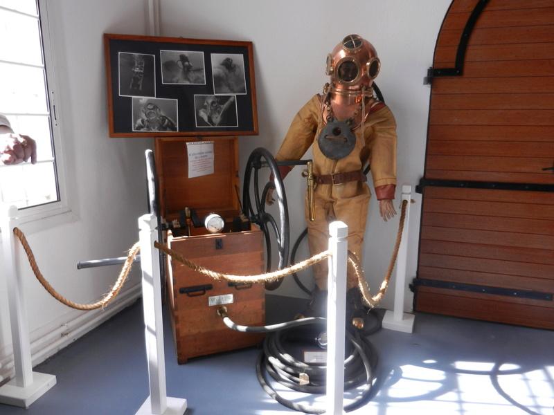 [ Les musées en rapport avec la Marine ] Conservatoire des tenues à Toulon Dscn0616