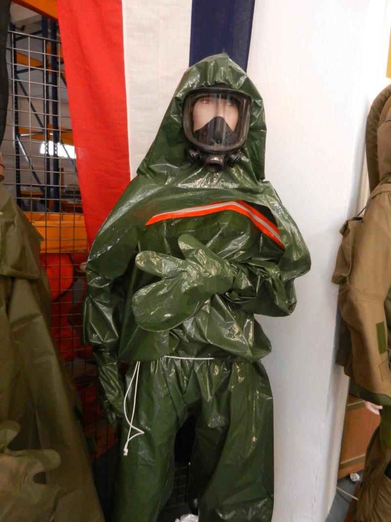 [ Les musées en rapport avec la Marine ] Conservatoire des tenues à Toulon Dscn0623