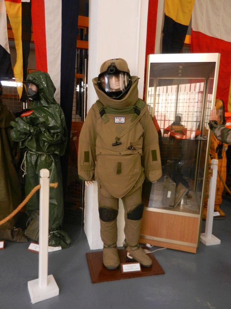 [ Les musées en rapport avec la Marine ] Conservatoire des tenues à Toulon Dscn0626