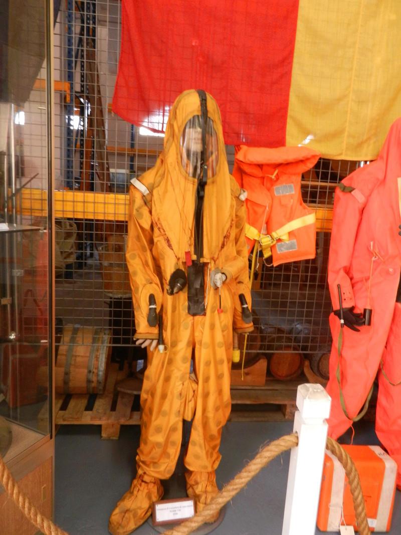 [ Les musées en rapport avec la Marine ] Conservatoire des tenues à Toulon Dscn0627