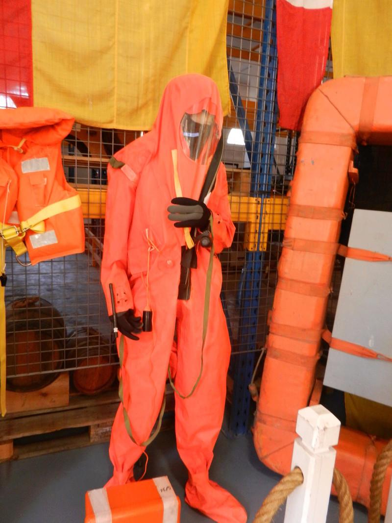[ Les musées en rapport avec la Marine ] Conservatoire des tenues à Toulon Dscn0628