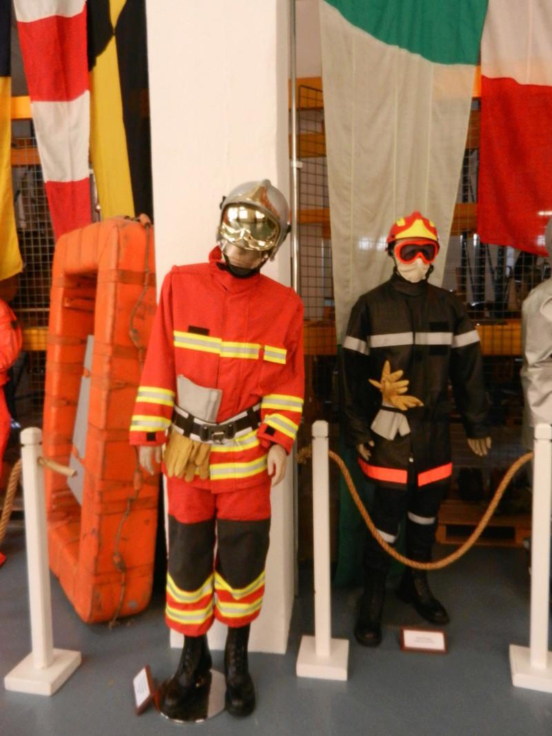[ Les musées en rapport avec la Marine ] Conservatoire des tenues à Toulon Dscn0629